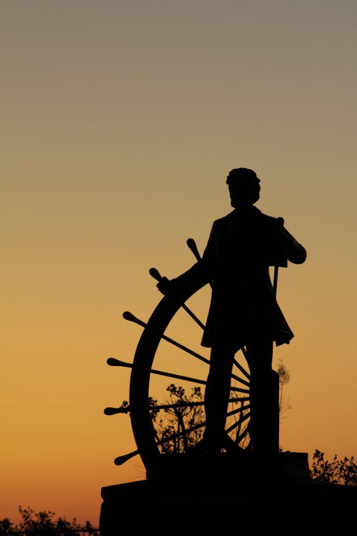 A statue of Mark Twain in Hannibal, Missouri.