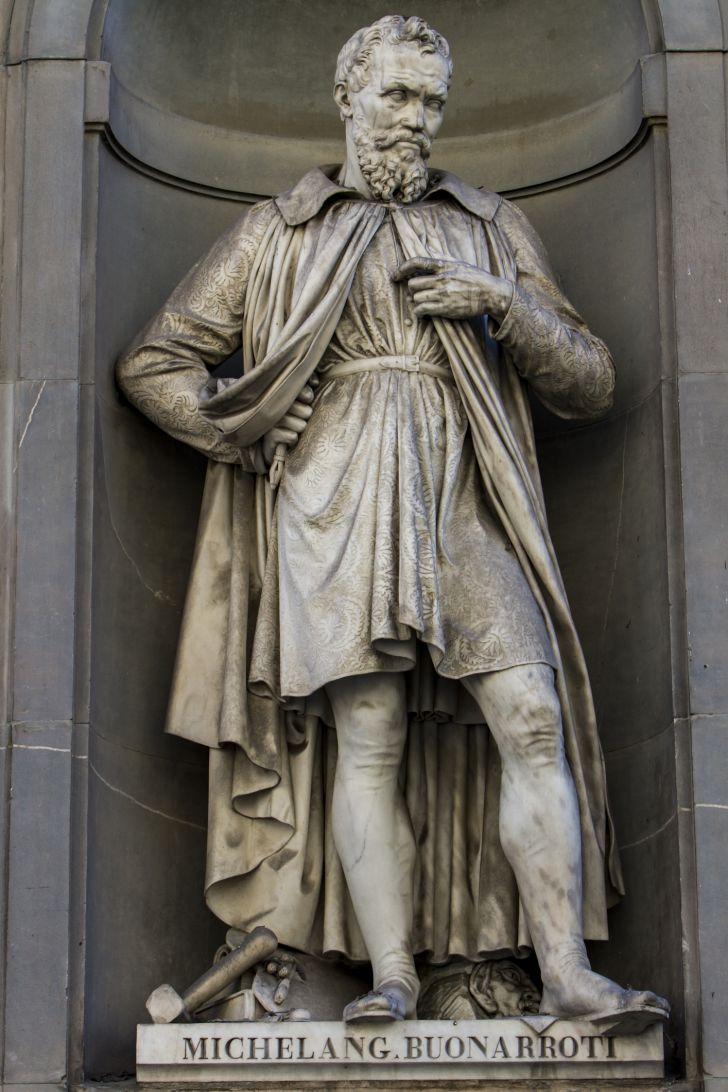 A statue of Michelangelo Buonarroti.