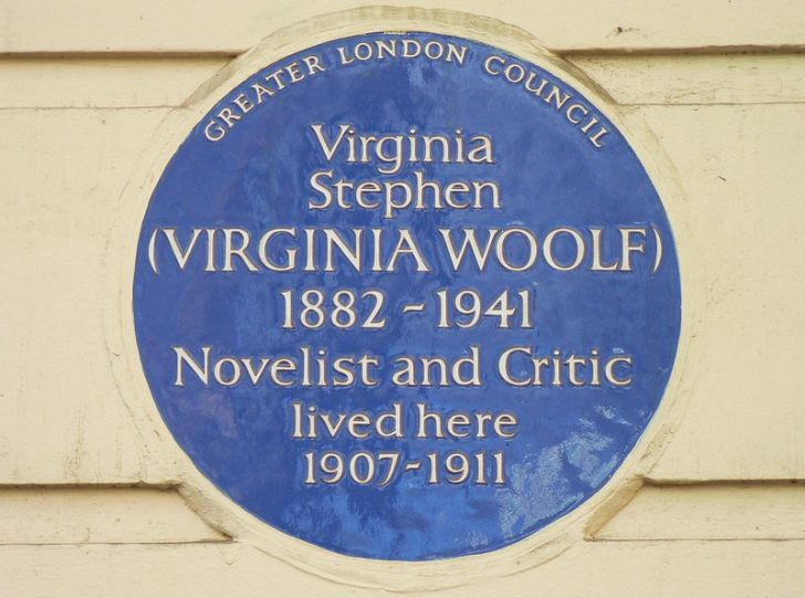 A plaque dedicated to Virginia Woolf from the English Heritage charity.
