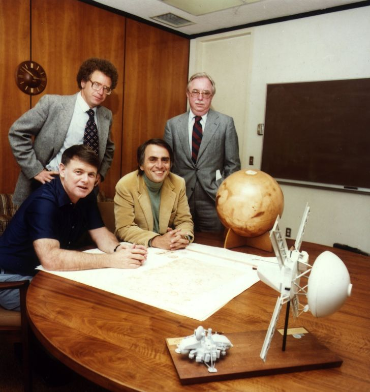 A photo of Carl Sagan and the other members of The Planetary Society.