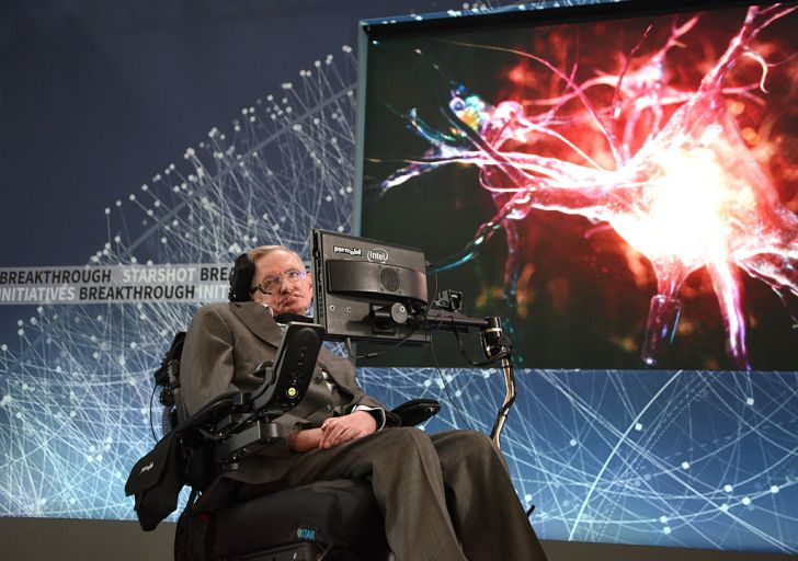 Stephen Hawking in front of a screen giving a lecture.