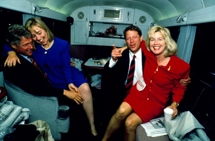 Bill Clinton and Al Gore photographed with their wives.