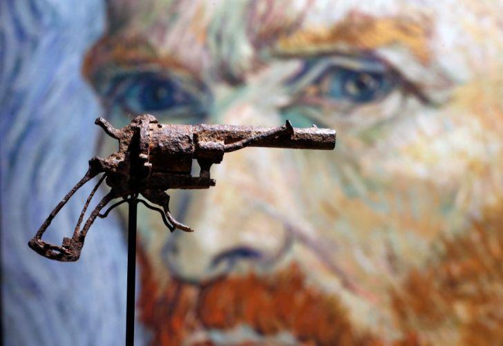 Vincent van Gogh gun on auction.