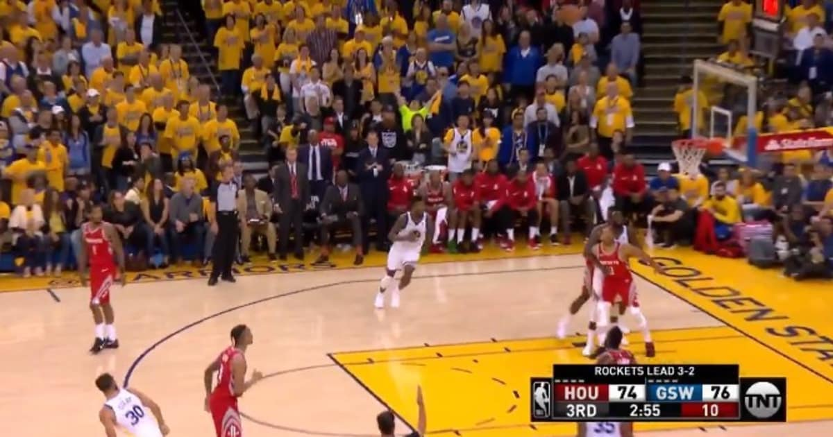 CONFIADO: Steph Curry comenzó a celebrar un triple... ¡antes de que entrara a la canasta!