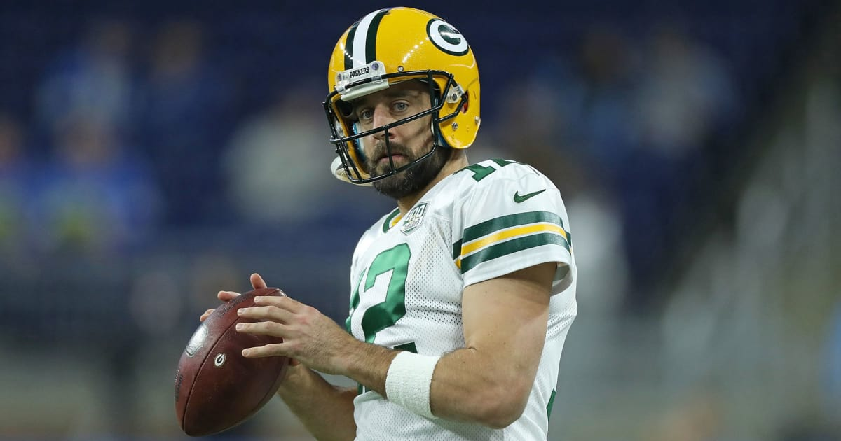 Aaron Rodgers to Practice on Friday Despite Suffering Setback on Injured Knee