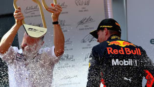 Em corrida eletrizante, Max Verstappen sai vitorioso em dia trágico para a Mercedes
