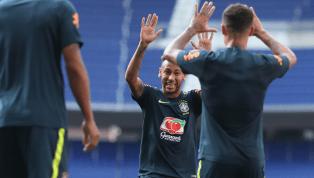 VÍDEO: Neymar não perdoa o 'novato' Everton e aplica caneta em treino da Seleção