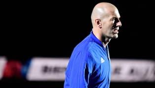 Zidane está no aguardo do Manchester United, afirma jornal britânico