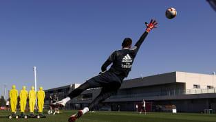 Sergio Ramos dá show em cobranças de falta durante treino do Real Madrid