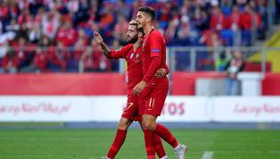 Rafa Silva faz grande domínio, tira do goleiro e zagueiro polonês faz gol contra