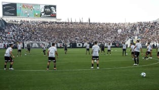 Confira a festa da torcida do Corinthians no treino antes da final da Copa do Brasil