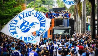 Cruzeirenses fazem 'mar azul' em BH para recepcionar elenco hexacampeão