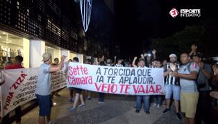Torcida do Atlético-MG faz protesto na sede do clube; diretoria e Luan são alvos