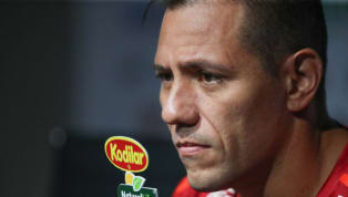 Clima esquenta entre Dorival e Diego Alves, e goleiro é multado pelo Flamengo