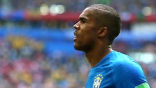Lesionados, Danilo e Douglas Costa desfalcam a seleção brasileira contra a Sérvia