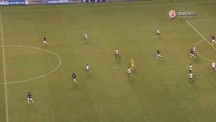 VÍDEO: Isac, do Remo, fura a bola em partida na Série C