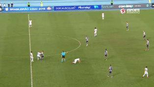 VÍDEO: Após árbitro marcar falta, Fellipe Bastos dá entrada dura em Erik; assista