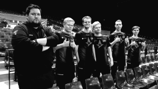 Prime Minister of Denmark Congratulates Astralis on Performance Against FaZe Clan