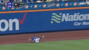 INCREÍBLE: Michael Conforto demostró con esta jugada que puede volar
