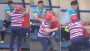 ¡LOCURA! | Un jugador fue sustituido, se quejó y terminó a los golpes con su DT