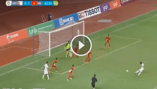 VIDEO: Anh Đức đáp lễ kiến tạo cho Văn Đức đệm lòng nâng tỉ số 2-0