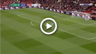 VIDEO: Dùng tay chơi bóng ngoài vòng cấm, Romero nhận cái kết cực đắng