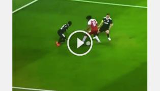 VIDEO: Iwobi một mình nhảy múa giữa vòng vây đối thủ!