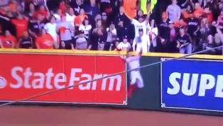 VIDEO: Mookie Betts Robs Alex Bregman of a Solo HR With Unreal Grab