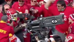 VIDEO: Watch Tyreek Hill's Epic Ochocinco TD Celebration After Another Big Catch