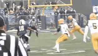 VIDEO: Division III LB Scores Two Defensive TDs in 19 Seconds