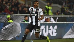 Juventus, Alex Sandro: rinnovo in bilico, si valutano i sostituti! E rimane una suggestione...