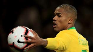 Nuovo look per Douglas Costa: ecco come si è presentato nel match del Brasile - Foto