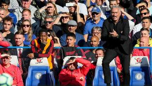 VIDÉO : La scène surréaliste entre Mourinho et l'adjoint de Sarri