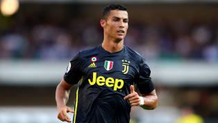 Làm gãy mũi đối thủ, Ronaldo vẫn được nạn nhân tôn làm huyền thoại nhờ hành động này