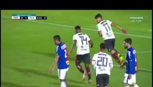 VÍDEO - Vitinho aproveita bola rebatida pela zaga e faz o segundo do Flamengo