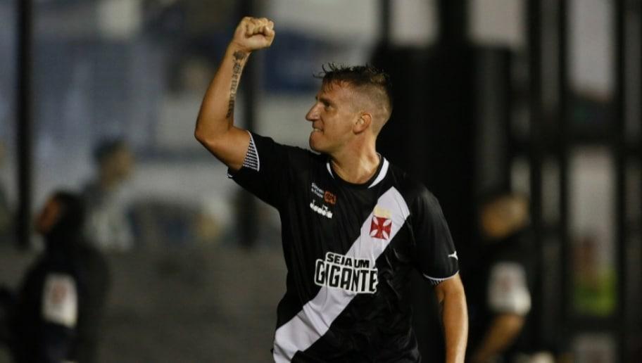 Com gols de Pikachu e Maxi López, Vasco vence o Cruzeiro por 2 a 0 em São Januário
