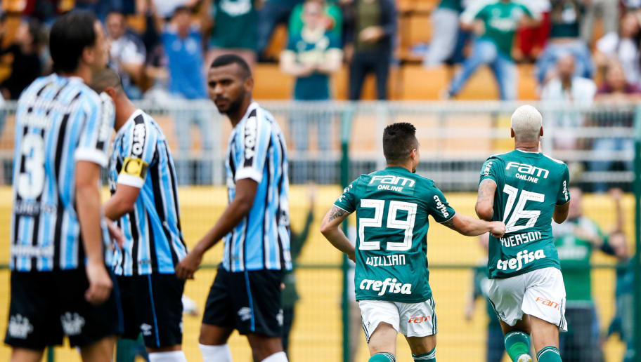 Com dois gols de Deyverson, Palmeiras vence o Grêmio por 2 a 0 e se mantém na liderança