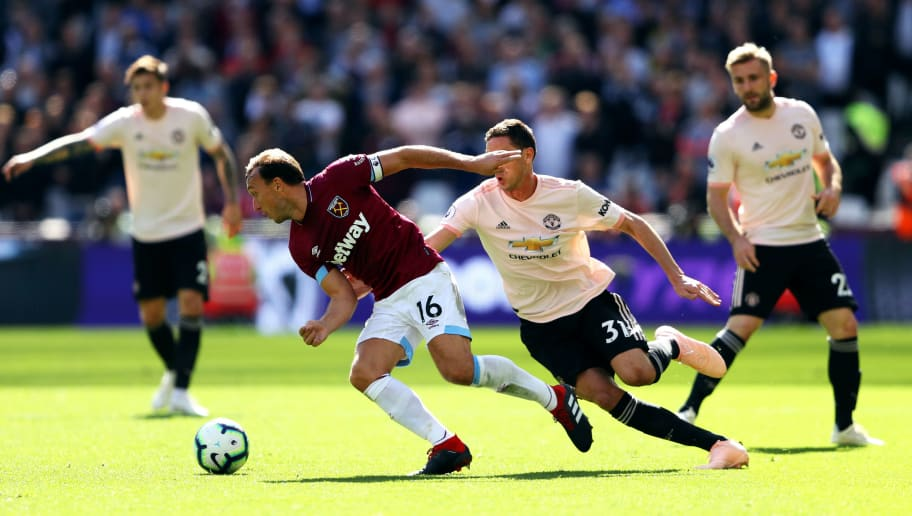 Học trò lên tiếng bảo vệ Mourinho, chê đồng đội