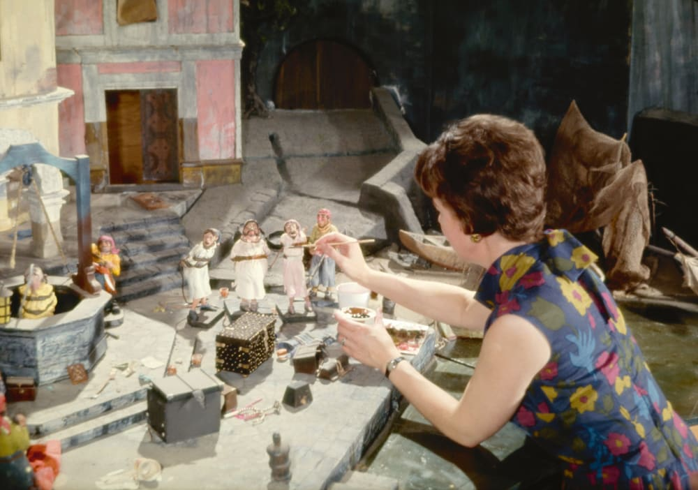 7. HARRIET BURNS PAINTING A PIRATES OF THE CARIBBEAN MODEL