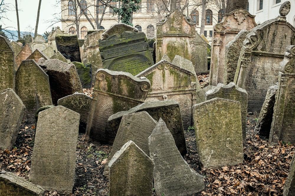 10. STARÝ ŽIDOVSKÝ HŘBITOV (OLD JEWISH CEMETERY) // PRAGUE, CZECH REPUBLIC