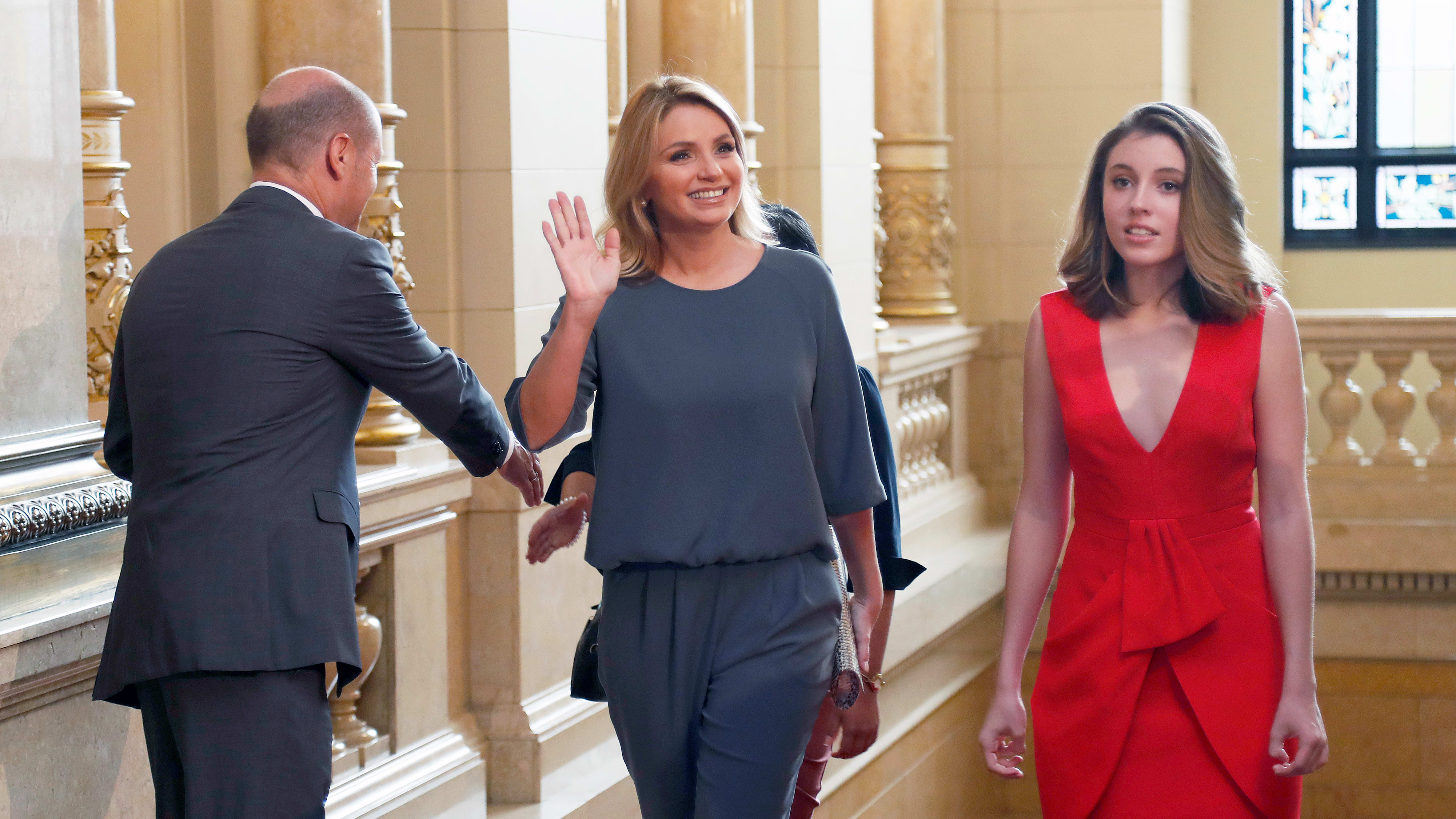 HAMBURG, GERMANY - JULY 08: First Mayor of Hamburg Olaf Scholz (L) welcomes Angelica Rivera (C), partner of Mexico's President Enrique Pena Nieto, and her daughter Regina Castro (R) during the partner program of G20 summit at the Hamburg Town Hall prior to the partner program of G20 summit on the second day of the G20 summit on July 8, 2017 in Hamburg, Germany. Leaders of the G20 group of nations are meeting for the July 7-8 summit. Topics high on the agenda for the summit include climate policy and development programs for African economies.  (Photo by Friedemann Vogel - Pool/Getty Images)