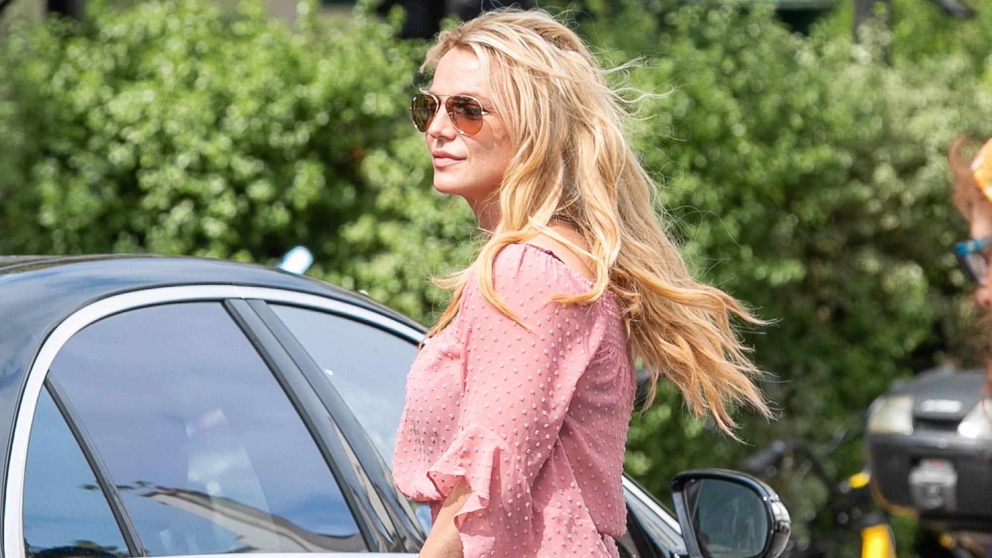 Britney Spears reaparece en salón de belleza tras ser internada en un centro de salud mental