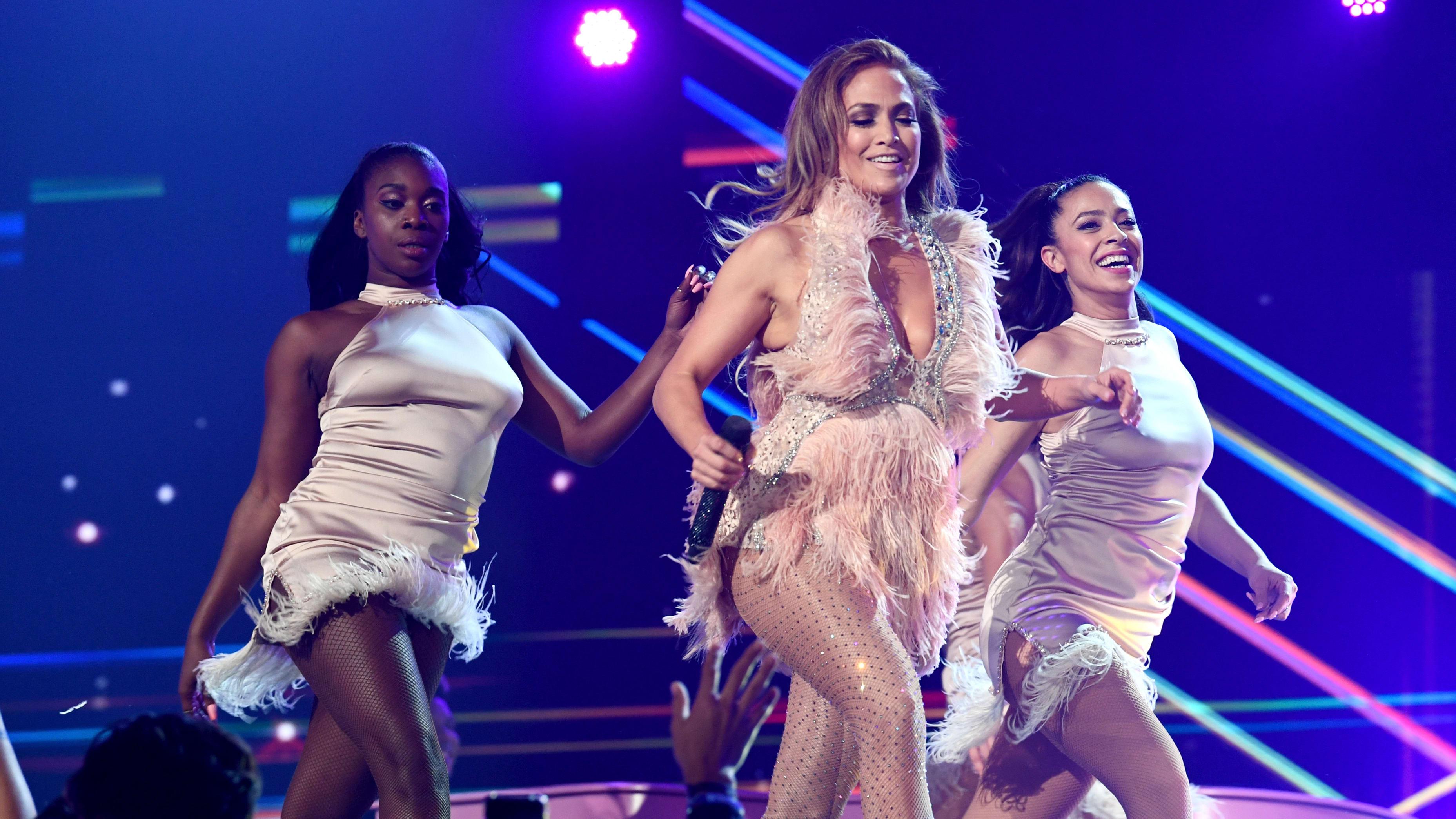 Jennifer López se convertirá en una sensual stripper para su nueva película