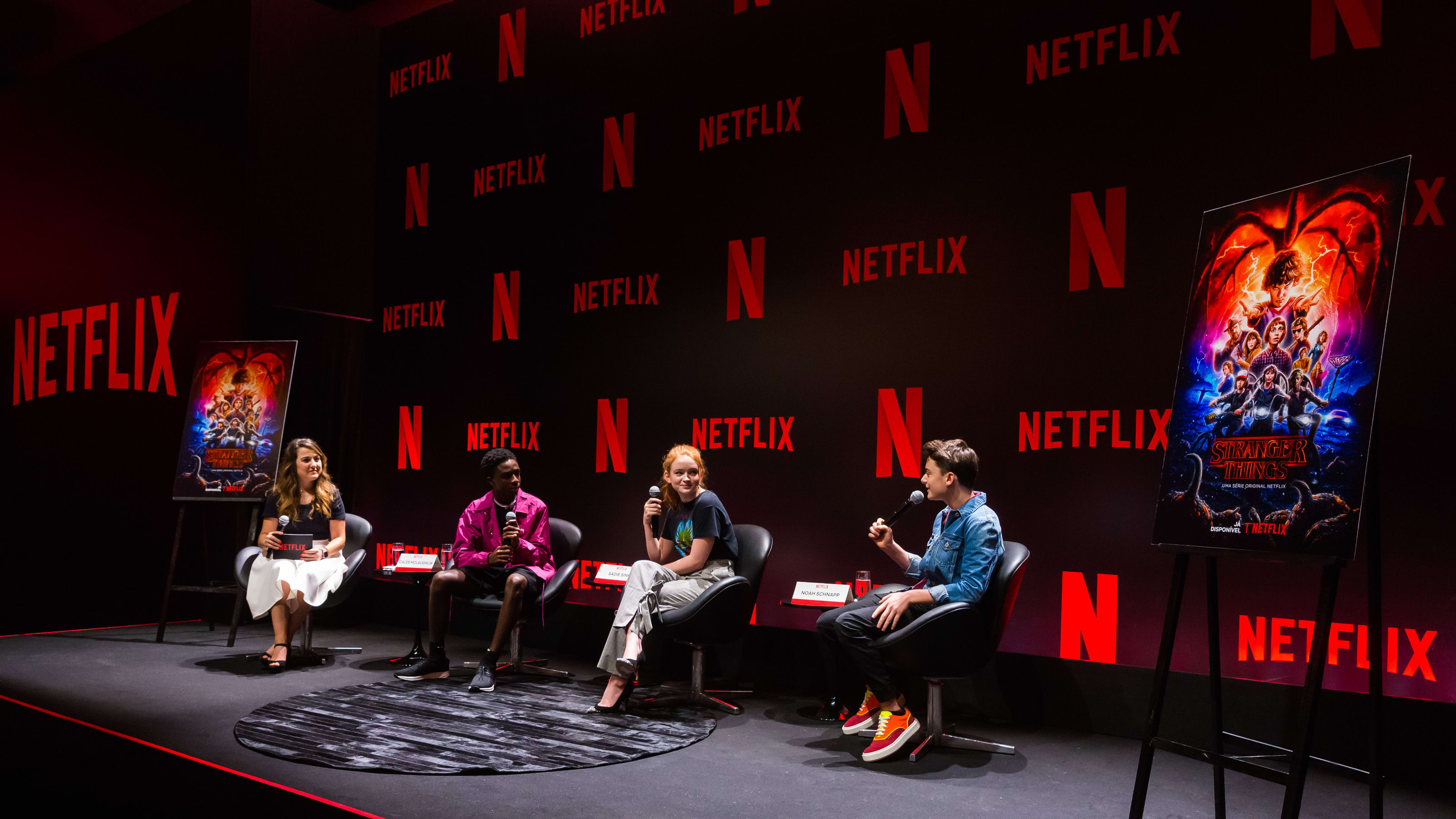 "SAO PAULO, BRAZIL - DECEMBER 10: (L-R) Aline Diniz; Caleb Mclaughlin, Sadie Sink and Noah Schnapp attend the Netflix Original Series ""Stranger Things"" Press Conference on December 10, 2018 in Sao Paulo, Brazil. (Photo by Alexandre Schneider/Getty Images for Netflix )"