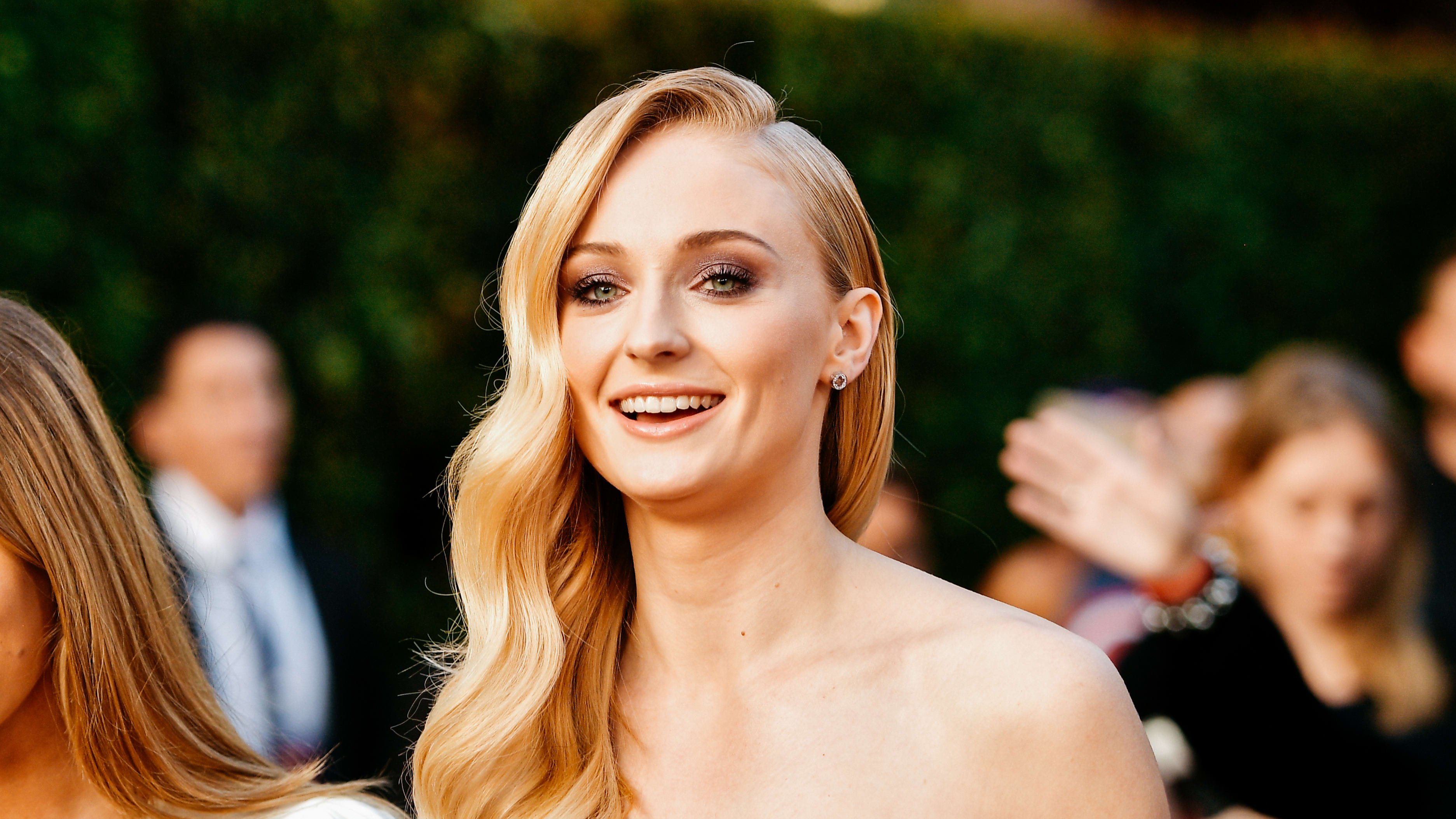 "HOLLYWOOD, CALIFORNIA - JUNE 04: (EDITORS NOTE: Image has been processed using digital filters) Sophie Turner attends the premiere of 20th Century Fox's ""Dark Phoenix"" at TCL Chinese Theatre on June 04, 2019 in Hollywood, California. (Photo by Matt Winkelmeyer/Getty Images)"