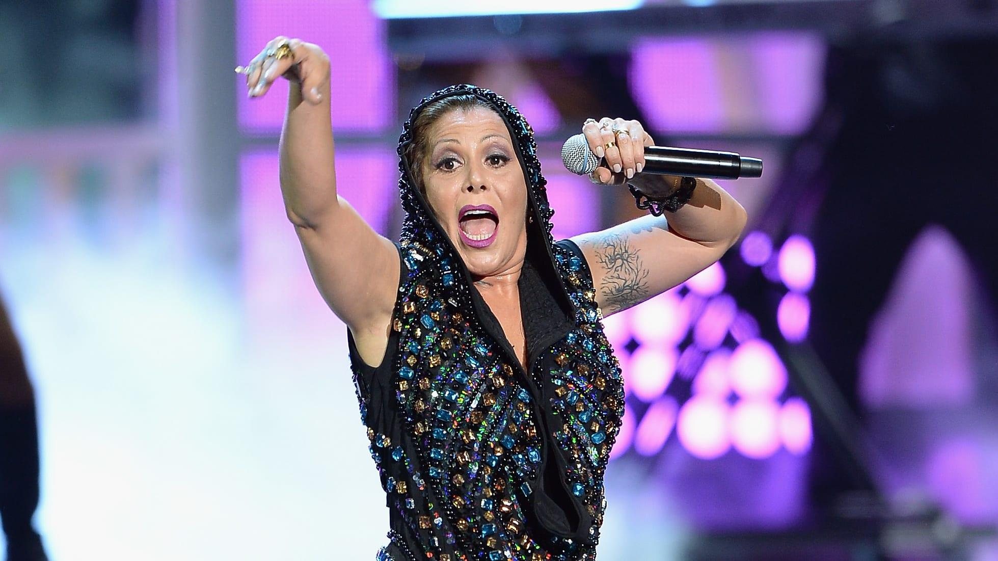 "MIAMI, FL - AUGUST 20:  Alejandra Guzman performs onstage at Telemundo's ""Premios Tu Mundo"" Awards 2015 at American Airlines Arena on August 20, 2015 in Miami, Florida.  (Photo by Rodrigo Varela/Getty Images)"