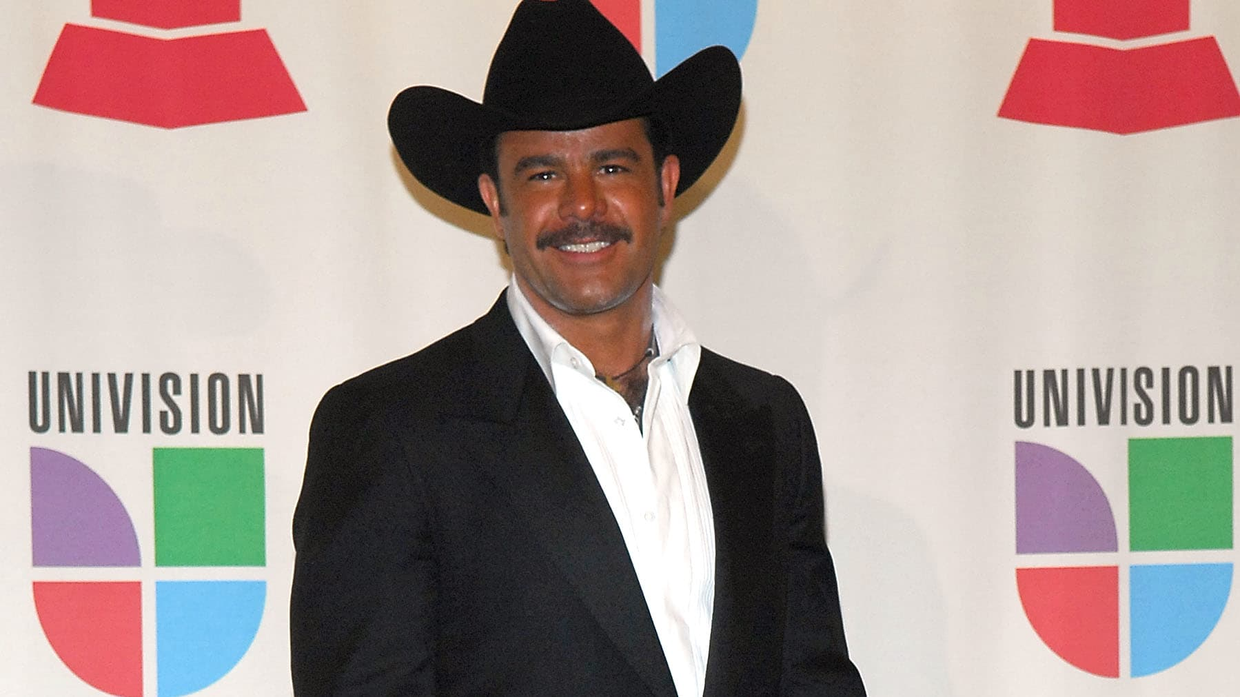 LAS VEGAS - NOVEMBER 08:  Singer Eduardo Capetillo poses in the press room during the 8th annual latin GRAMMY awards held at the Mandalay Bay Events Center on November 8, 2007 in Las Vegas, Nevada.  (Photo by Gustavo Caballero/Getty Images)