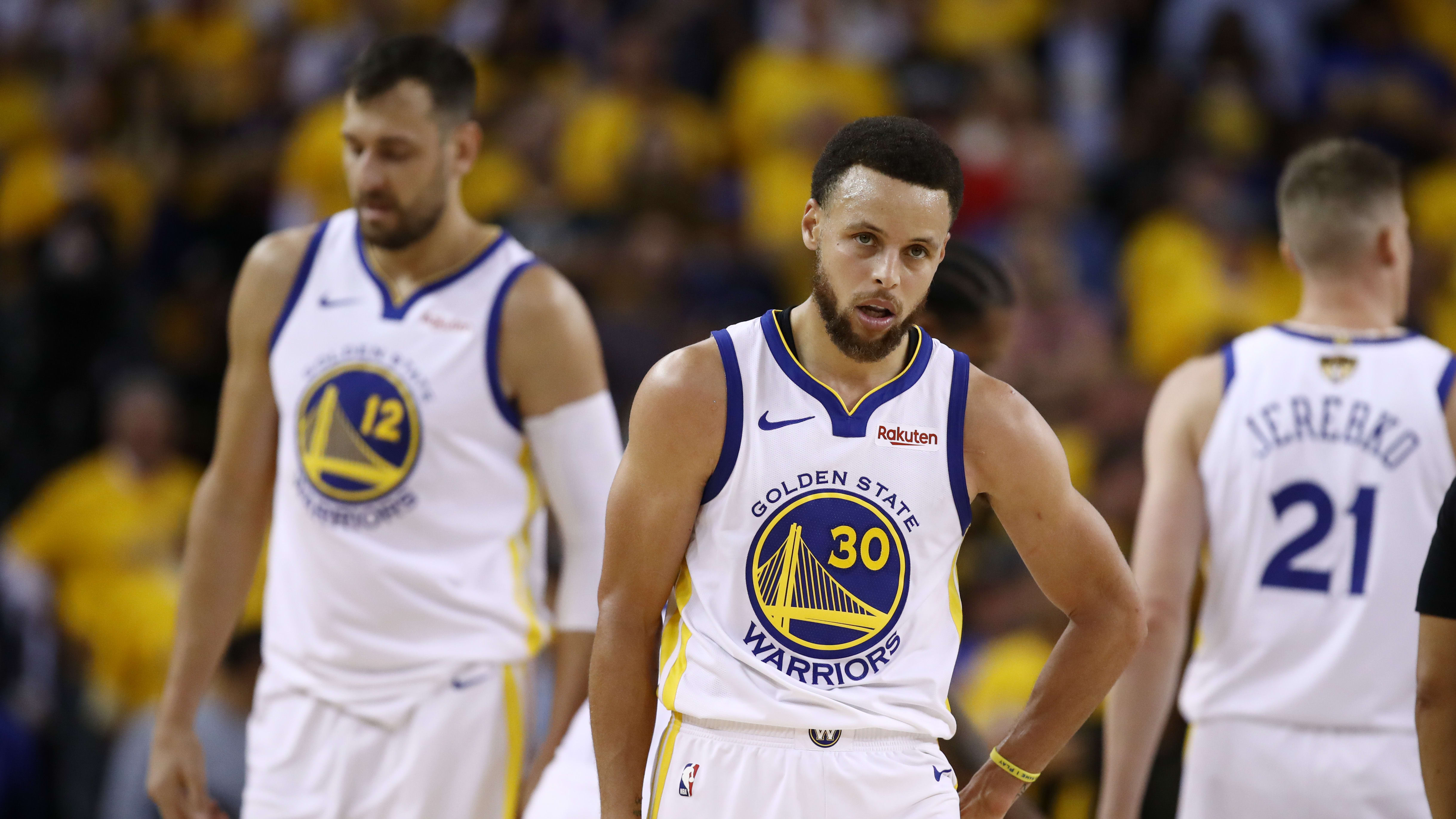OAKLAND, CALIFORNIA - JUNE 05:  Stephen Curry #30 of the Golden State Warriors reacts late in the game against the Toronto Raptors during Game Three of the 2019 NBA Finals at ORACLE Arena on June 05, 2019 in Oakland, California. NOTE TO USER: User expressly acknowledges and agrees that, by downloading and or using this photograph, User is consenting to the terms and conditions of the Getty Images License Agreement. (Photo by Ezra Shaw/Getty Images)