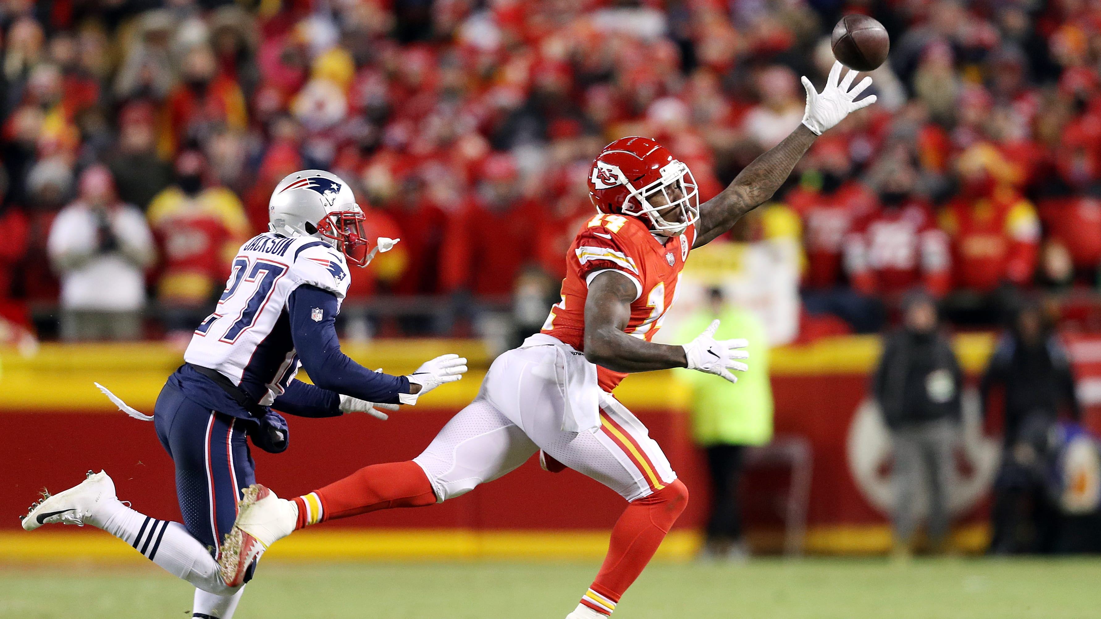 KANSAS CITY, MISSOURI - JANUARY 20: Sammy Watkins #14 of the Kansas City Chiefs reaches for a catch against J.C. Jackson #27 of the New England Patriots in the fourth quarter during the AFC Championship Game at Arrowhead Stadium on January 20, 2019 in Kansas City, Missouri. (Photo by Patrick Smith/Getty Images)