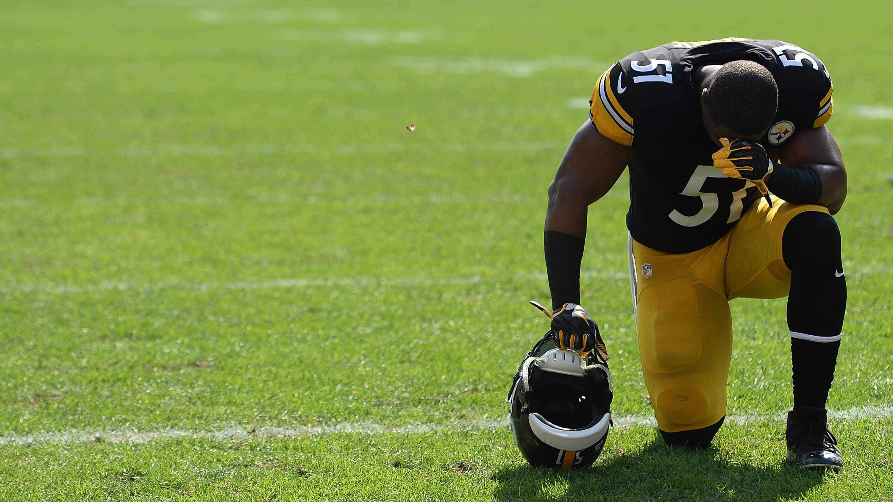 PITTSBURGH, PA - OCTOBER 07: Jon Bostic #51 of the Pittsburgh Steelers kneels in the end zone before the start of the game against the Atlanta Falcons at Heinz Field on October 7, 2018 in Pittsburgh, Pennsylvania. (Photo by Justin Berl/Getty Images)